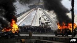 Arnavutluk'ta Göstericiler Polisle Çatıştı