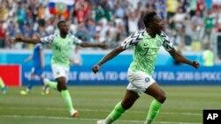 Ahmed Musa célèbre son but lors du match du groupe D entre le Nigeria et l'Islande à la Coupe du monde 2018 à Volgograd, Russie, le 22 juin 2018.