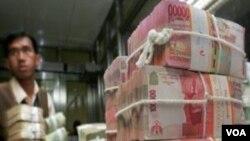 Nilai tukar Rupiah yang melemah terhadap Dollar AS memicu pemerintah Indonesia untuk mengambil langkah antisipasi (foto: ilustrasi).