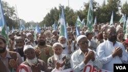Manifestantes de un partido religioso y político demandan en Pakistán que el diplomático estadounidense sea ejecutado.
