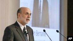 Бернанки: на американската економија се` уште и треба помош