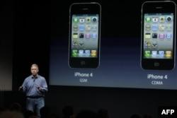 Phil Schiller iPhone 4S modelini tanıtırken (4 Ekim 2011)