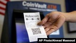 Un reçu d'un code QR après une transaction sur une machine de bitcoin à Austin, Texas, le 20 août 2014.