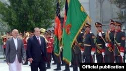 افغان صدر اشرف غني سره يو په يو دليدنې څخه وروستو ددواړو هيوادونو ترمينځ دهيئتونو په کچه مذاکرات روان دي