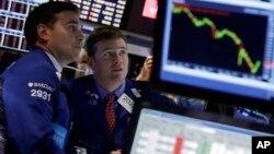 美國股市周三跌幅超過兩個百分點,道瓊斯指數大跌400多點。