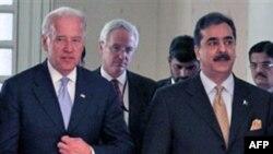 Phó Tổng thống Hoa Kỳ Joe Biden (trái) và Thủ tướng Pakistan Yousef Gilani