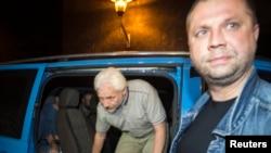 우크라이나의 친러시아 무장반군에 억류됐던 유럽안보협력기구(OSCE) 사찰단원 8 명 가운데 지난 26일 먼저 석방된 4 명의 모습 (자료사진)