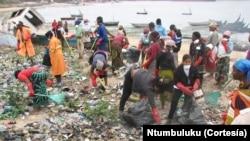 Voluntários da Ntumbuluku em acção