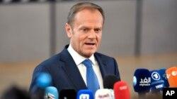 Presiden Dewan Eropa Donald Tusk berbicara kepada media di Brussels, Belgia (foto: dok).