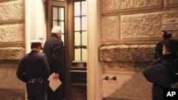 Ivo Sanader ulazi u sud u Salzburgu