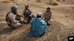 ترجمان های افغان به خاطر کمک به نیرو های امریکایی در افغانستان ویزه ویژه مهاجرت به ایالات متحده دریافت می کنند.