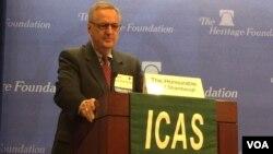 美國喬治·華盛頓大學的政治學教授、中國政策項目主任沈大偉(David Shambaugh)在華盛頓一個研討會上發言(美國之音莉雅拍攝)