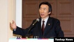 윤병세 한국 외교부 장관이 15일 서울 프레스센터에서 열린 세계기자대회(World Journalist Conference)에서 '박근혜 정부의 외교정책'에 관해 특강을 하고 있다.