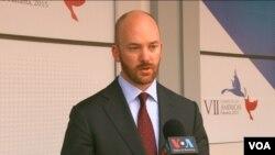 Justin Thomas - Vocero del Departamento de Estado