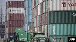 Các container tại Cảng Thượng Hải, Trung Quốc