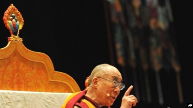 "Exiled spiritual leader of Tibet, the Dalai Lama, begins an ""Awakening the Mind"" teaching in Sydney, 01 Dec 2009"