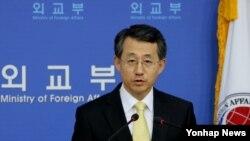 조태영 한국 외교부 대변인이 5일 외교부에서 각종 외교현안에 대해 브리핑하고 있다.