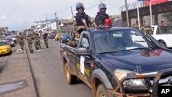 La presidenta Ellen Johnson Sirleaf dijo que algunos derechos civiles pueden ser suspendidos como consecuencia de la crisis.