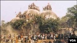 Reruntuhan masjid Babri yang dibangun pada abad ke-16. Masjid ini dibakar habis oleh ekstremis Hindu tahun 1992.