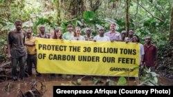 Greenpeace Afrika dan penduduk Taman Nasional Salonga di Republik Demokratik Kongo, 8 Agustus 2019. (Twitter/Greenpeace Afrique)