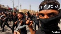 Milicianos chiitas del clérigo chiita Muqtada al Sadr, un viejo adversario de EE.UU., han sido puestos en pie de guerra en Najaf.