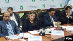 La ministra de relaciones exteriores, Sandra Jovel, y el ministro de trabajo, Gabriel Aguilera, respondieron preguntas en el Congreso sobre el financiamiento e implementación del acuerdo de cooperación para solicitudes de asilo con EE.UU.