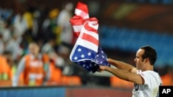 US midfielder Landon Donovan waves the US flag after the Group C first round 2010 World Cup football match US versus Algeria at Loftus Verfeld stadium in Tshwane/Pretoria. US won the match 1-0, 23 June 2010.