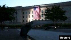 Đài tưởng niệm 11-9 ở Ngũ giác đài lúc bình minh ngày 11/9/2015.