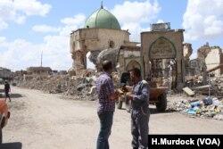 """Masjid ikonik kota Mosul """"al-Nouri"""" rusak berat di bawah kendali ISIS (foto: dok)."""