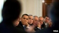 El presidente Barack Obama trató el tema de la reforma migratoria durante una reunión con la camarilla política hispana del congreso en marzo del 2009.