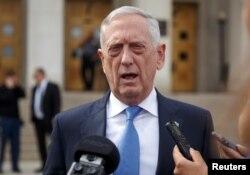 짐 매티스 미 국방장관 지난 9일 워싱턴 DC 인근 국방부 청사에서 취재진의 질문에 답하고 있다.