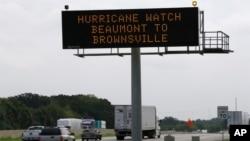 Texasda yol işarəsi sərnişinlərə xəbərdarlıq edir.