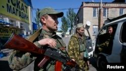 휴전협정이 체결된 지 하루 지난 6일, 친러시아 반군이 도네스트 외곽에서 보초를 서고 있다.