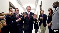 """Predsedavajući komiteta za finansije, senator Maks Bokus pred sastanak sa članovima """"superodbora"""" 21. novembar 2011."""