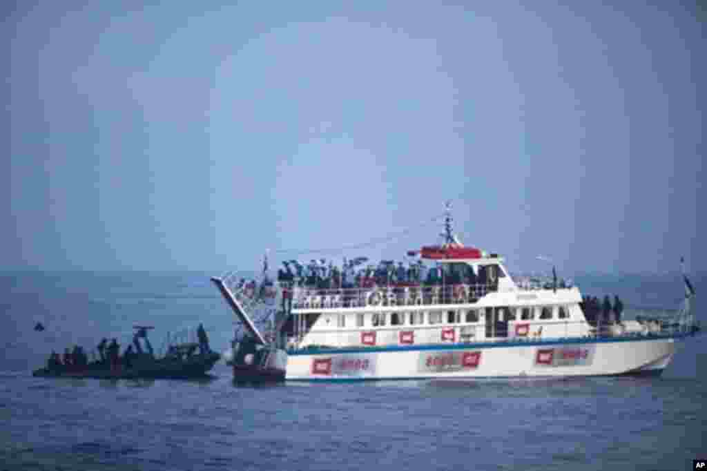 Israeli soldiers raid a ship as the navy intercepts a Gaza-bound aid flotilla in the Mediterranean Sea on May 31, 2010 in a pre-dawn assault which killed several pro-Palestinian activists and sparked global outrage, plunging the Jewish state into a diplom