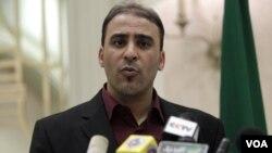 Jurubicara pemerintahan Gaddafi, Dr. Ibrahim Musa menjawab pertanyaan mengenai Menlu Libya Moussa Koussa di Tripoli (31/3).