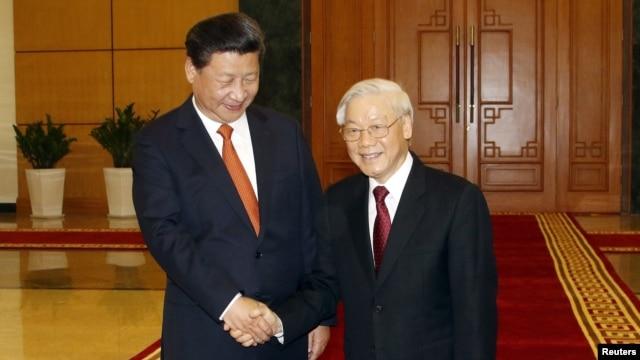Chủ tịch Trung Quốc Tập Cận Bình được Tổng Bí thư đảng cộng sản Việt Nam Nguyễn Phú Trọng đón tiếp tại Hà Nội, ngày 5/11/2015.