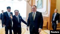 美国国务卿蓬佩奥与朝鲜中央委员会副委员长金英哲(2018年7月7日)