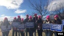 Este grupo de jóvenes viajó desde Texas para la Marcha de la Vida en Washington. Ellos ven como esperanzadora la medida firmada contera el aborto por el presidente Trump. (Foto Angélica Herrera)