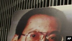 Pro-democracy activists in Hong Kong hold pictures of Chinese dissident Liu Xiaobo (file photo)
