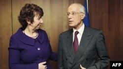 Trưởng ban ngoại vụ EU, bà Catherine Ashton, gặp Ngoại trưởng Tunisia Ounaies tại Brussels, 2/2/2011