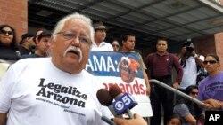 La organización Puente Arizona organizó la protesta contra la deportación de una mexicana, que terminó con seite arrestos.