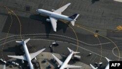Sân bay Newark đã bị đóng cửa một khoảng thời gian ngắn để điều tra một kiện hàng.