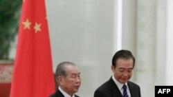 Ông Choe Yong Rim được Thủ tướng Trung Quốc Ôn Gia Bảo (phải) đón tiếp tại Sảnh đường Nhân dân ở Bắc Kinh, ngày 25/9/2011