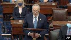 Kreu i pakicës në Senat, Chuck Schumer, duke folur gjatë rimbledhjes së Senatit pas sulmeve ndaj Kapitolit (6 janar 2021)