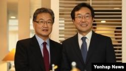 악수하는 한미 북핵 6자회담 수석대표