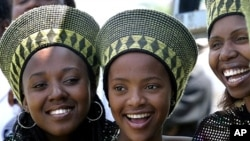 South African gospel singers smile during a rally to commemorate Women's Day (file photo)