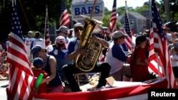 美国民众欢庆建国241周年