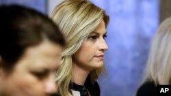 Phóng viên thể thao Erin Andrews bước vào phòng xử án tại Nashville, Tennessee, ngày 4 tháng 3 năm 2016.