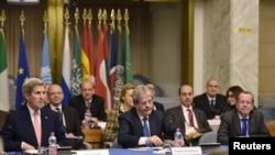 미국의 케리 국무장관이 13일 로마에서 리비아 통합정부 구성안에 관한 회의를 주재하고 있다.
